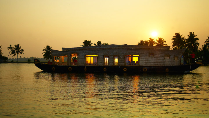 Pictures of boat houses in kerala
