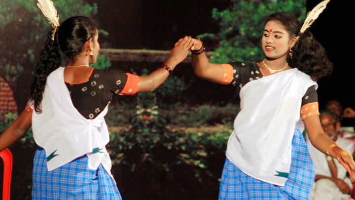 Kakkarissi Natakam - a satirical dance-drama, Performing art