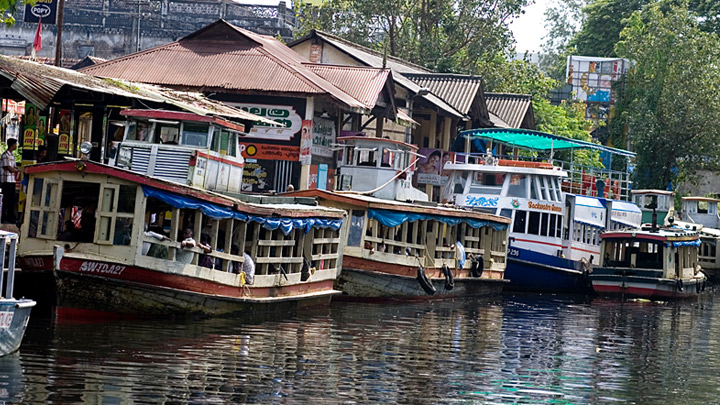 A cruise through the canals of Alappuzha or Alleppey