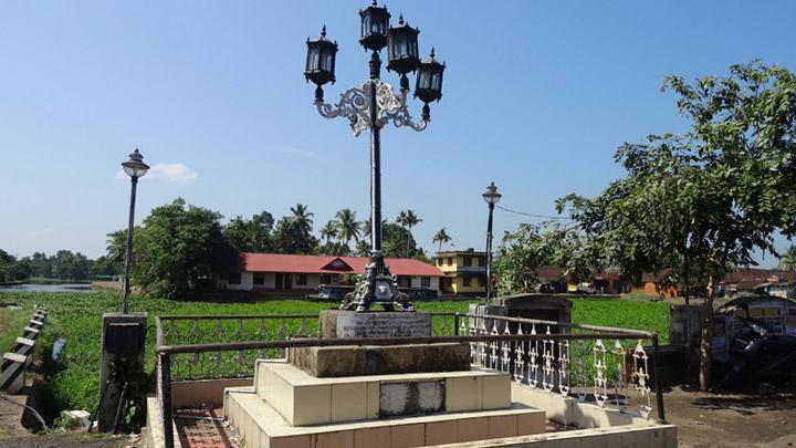 Anchuvilakku - stone lamp post built by freedom fighter VeluthampiDalawa at Changanacherry, Kottayam