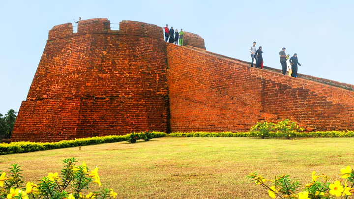 Bekal Fort - largest and best preserved forts in Kerala