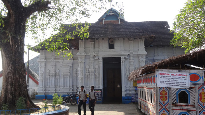 Koodal Manikyam temple entrance