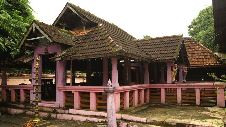 Mannadi in Adoor