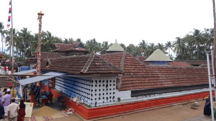 Thiruvalathoor - biggest Mizhavu can be found here, Palakkad