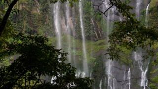 Keezharkuthu Waterfalls