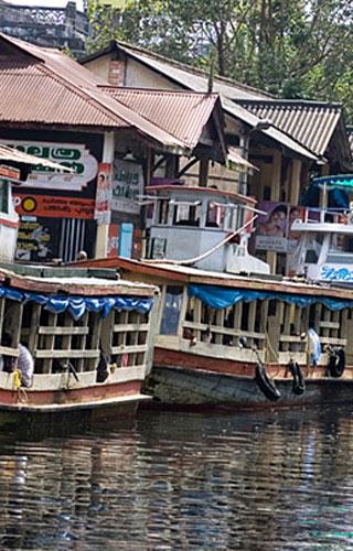 Bootfahrt durch den Kanal in Alappuzha