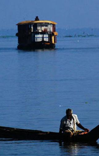 Озеро Аштамуди в Колламе