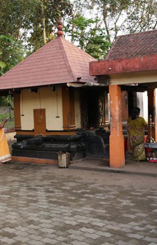 Kodumon Chilanthiyambalam le temple dédié à la divinité de l'araignée