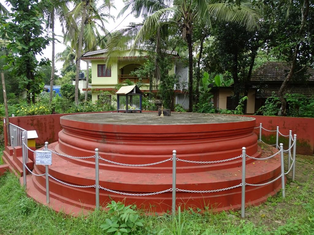Urumbachan Kottam, Thottada