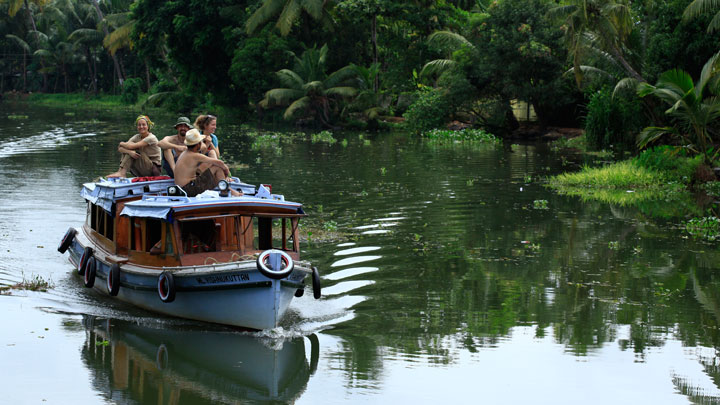 Cruise through the soothing stretch of backwaters in Kochi, Ernakulam