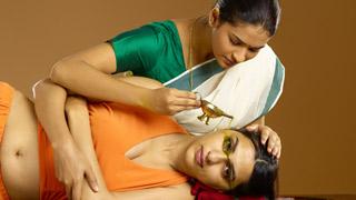 (أنثى) نيترادهارا: العلاج الأيورفيدي