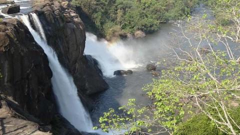 Athirappalli und Vazhachal Wasserfälle