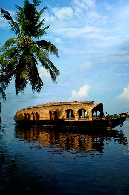 Fahren Sie in einem Hausboot durch Kerala!