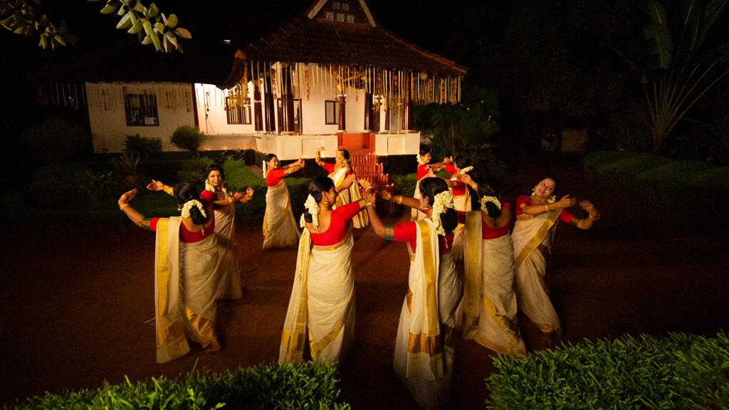 Graceful dance by women groups - Thiruvathira