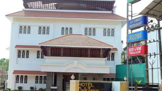 Click here to view the details of Hotel Oak Tree