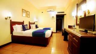 Click here to view the details of Dwaraka Hotel