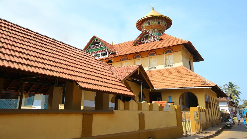 Vadakara Thazhe Angadi Mosque