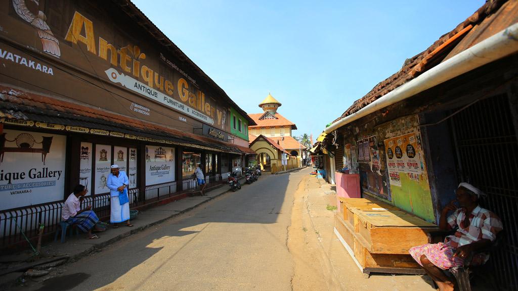 Vadakara Thazhe Angadi street view