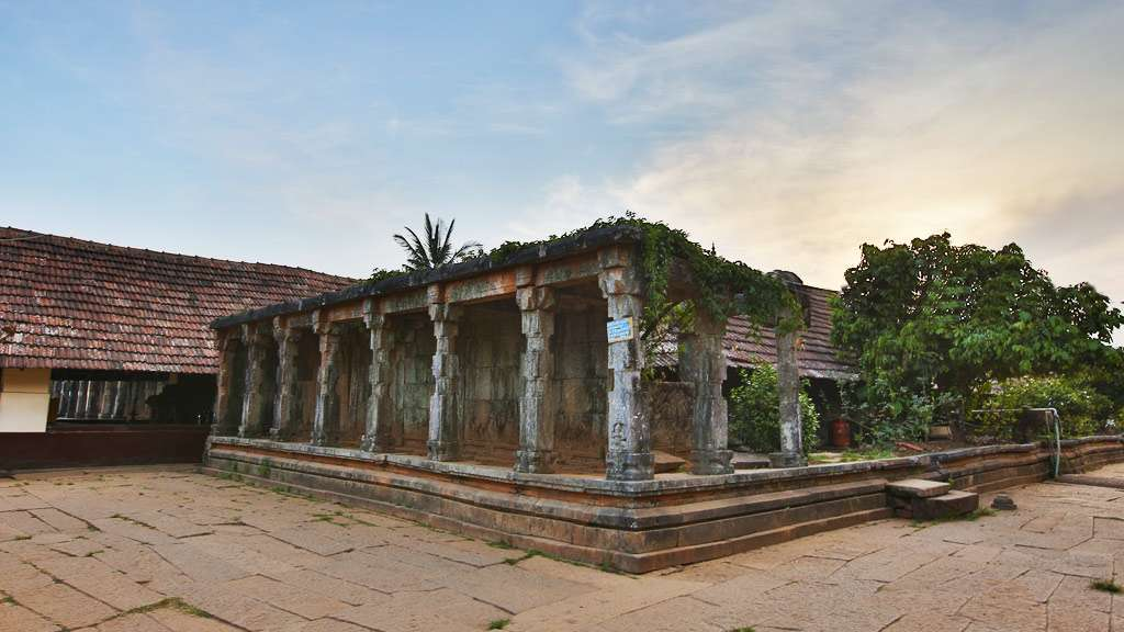 Vilakku Maadam Thirunelli Maha Vishnu Temple