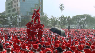 18,112 Santas Create Guinness World Record