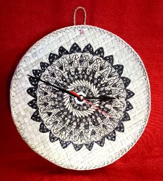Screw pine clock